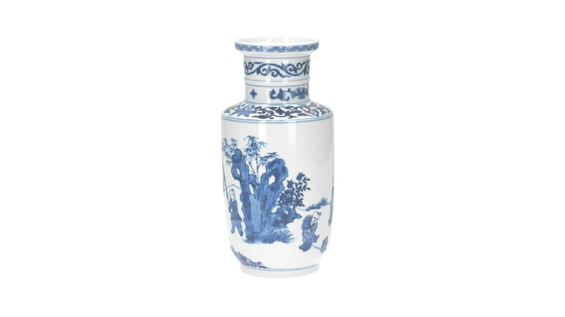 A lot of three blue and white porcelain vases, - 7