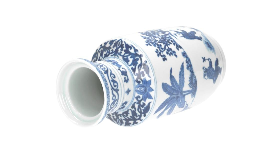 A lot of three blue and white porcelain vases, - 9