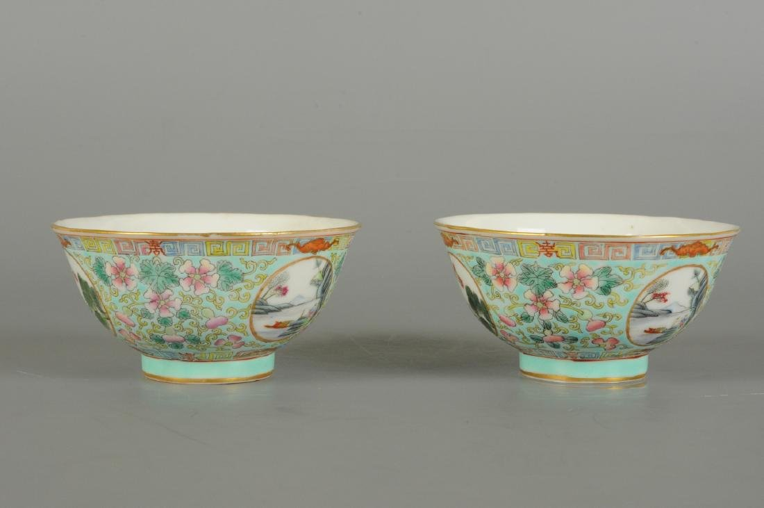 A lot of two polychrome porcelain medallion bowls with - 3