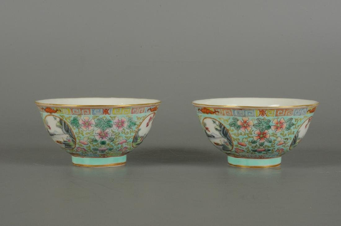A lot of two polychrome porcelain medallion bowls with - 4
