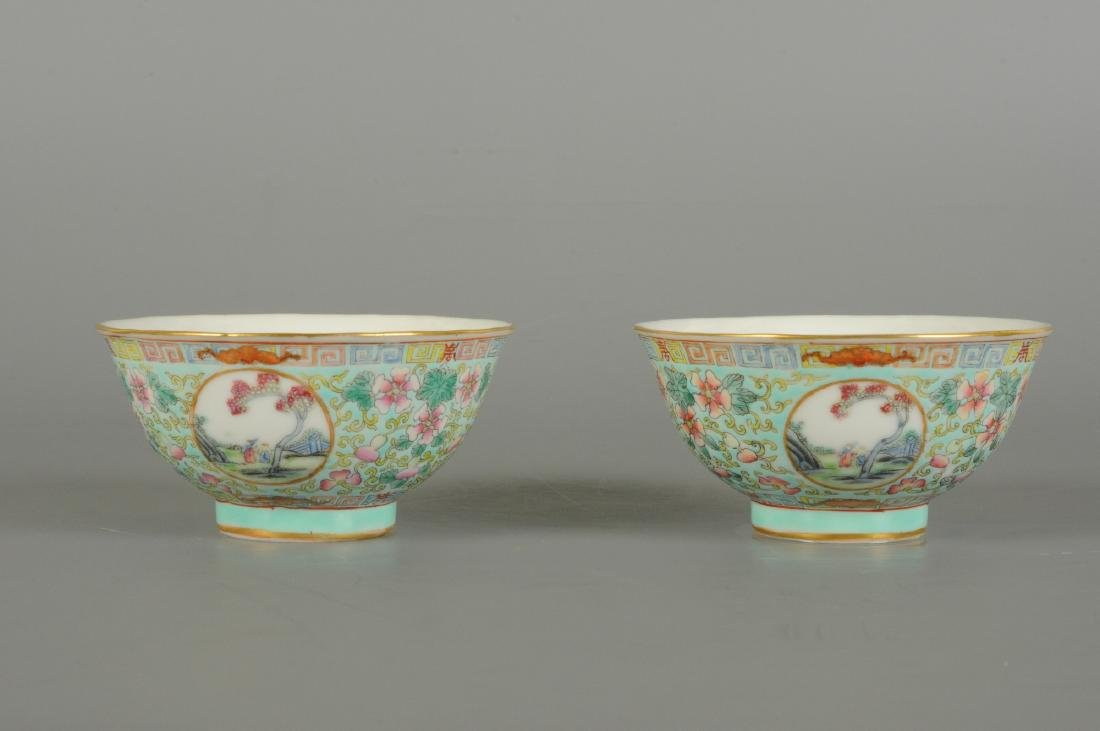 A lot of two polychrome porcelain medallion bowls with - 5