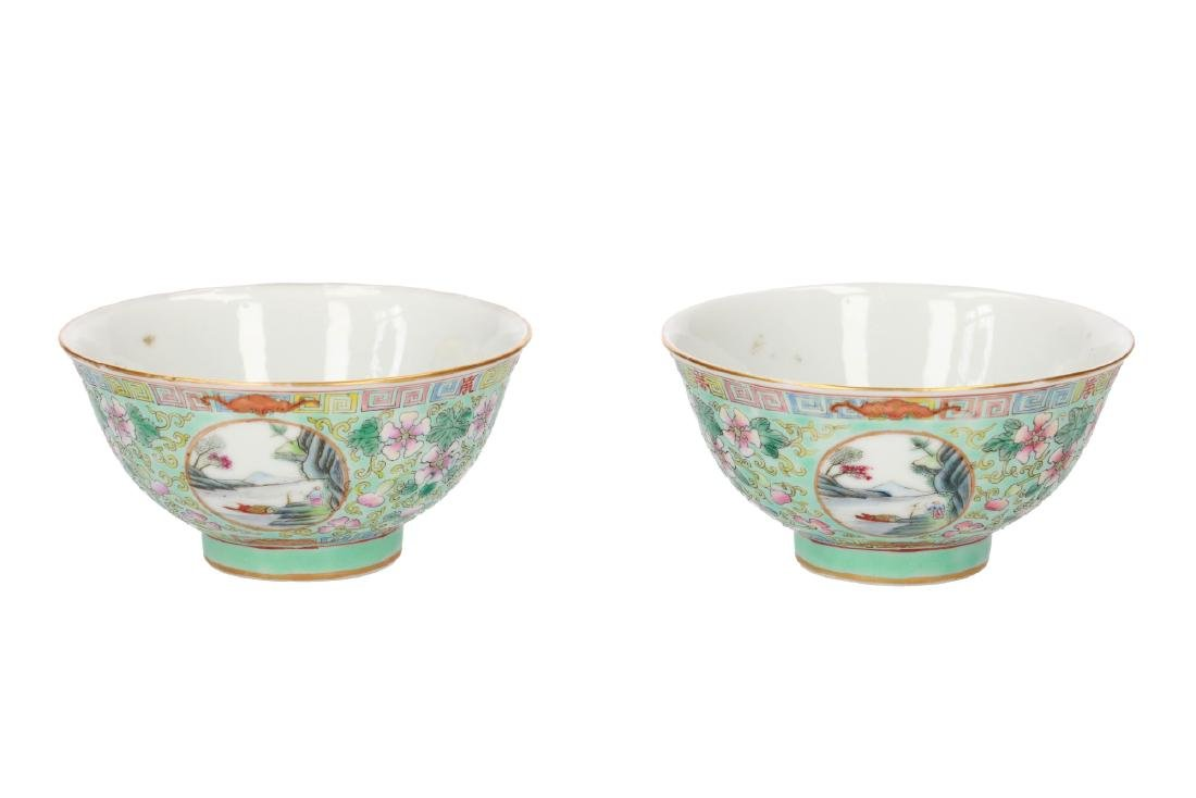 A lot of two polychrome porcelain medallion bowls with - 7