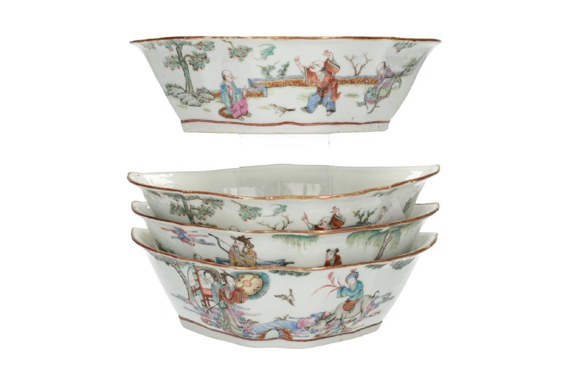 A lot of four polychrome porcelain bowls, decorated