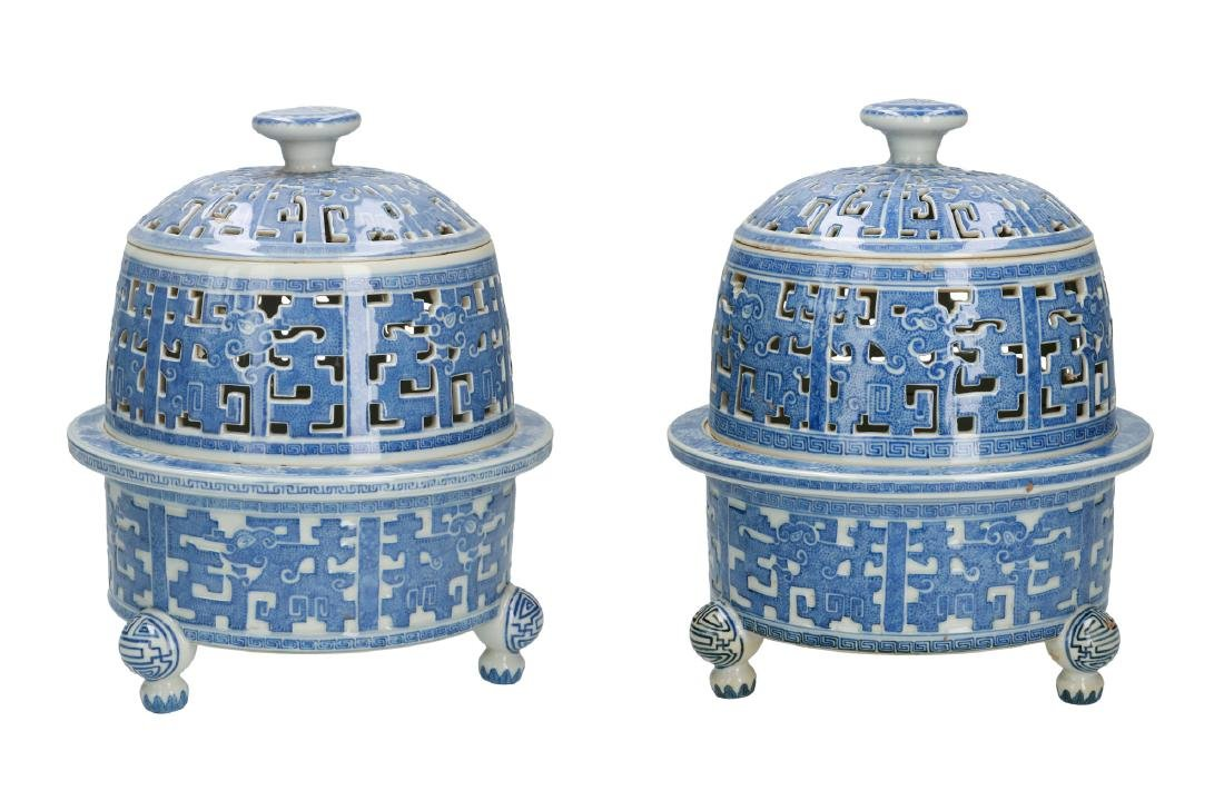 A lot of two blue and white porcelain insence burners,