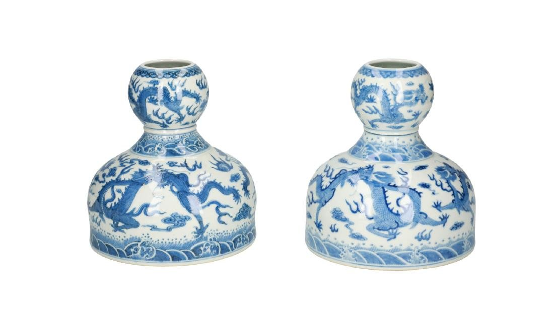 A lot of two blue and white porcelain vases, decorated