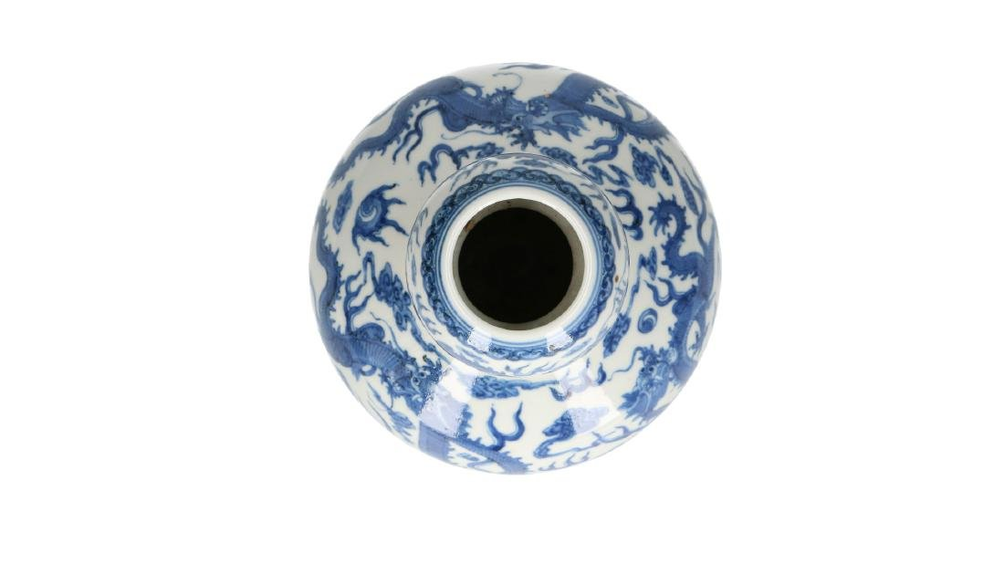 A lot of two blue and white porcelain vases, decorated - 2