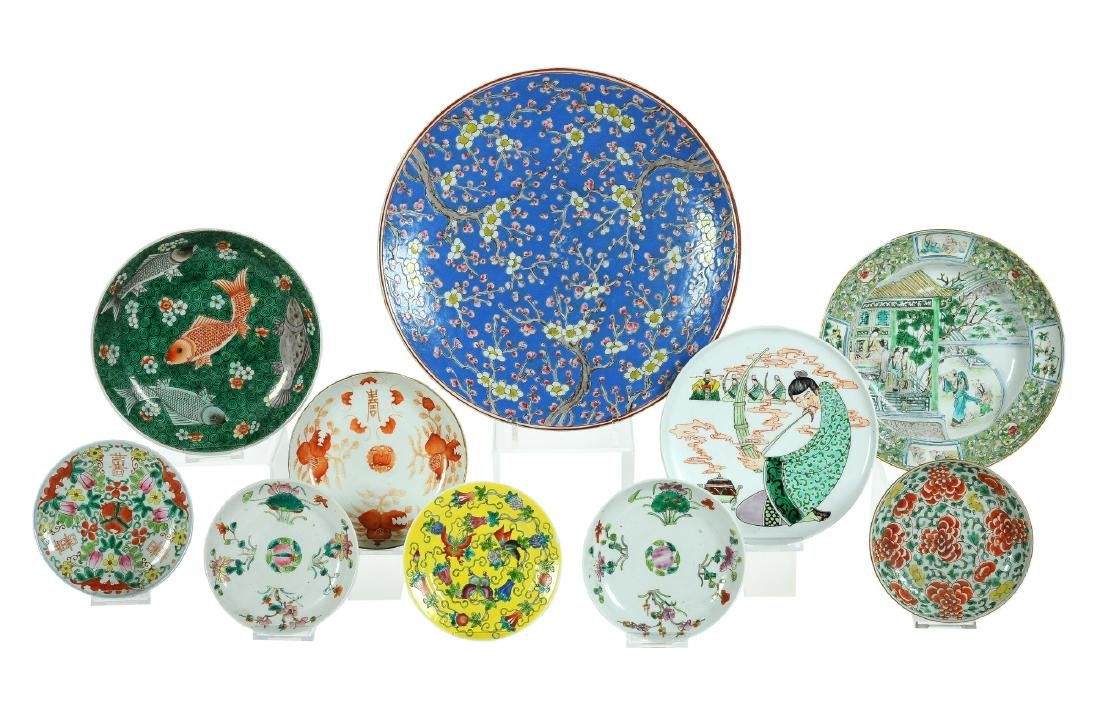 A lot of 10 polychrome porcelain plates and a charger.
