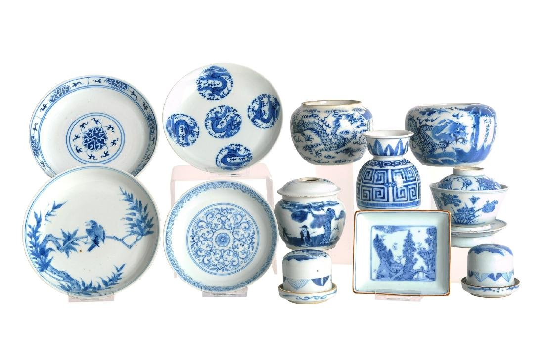 A lot of 12 blue and white porcelain objects, including