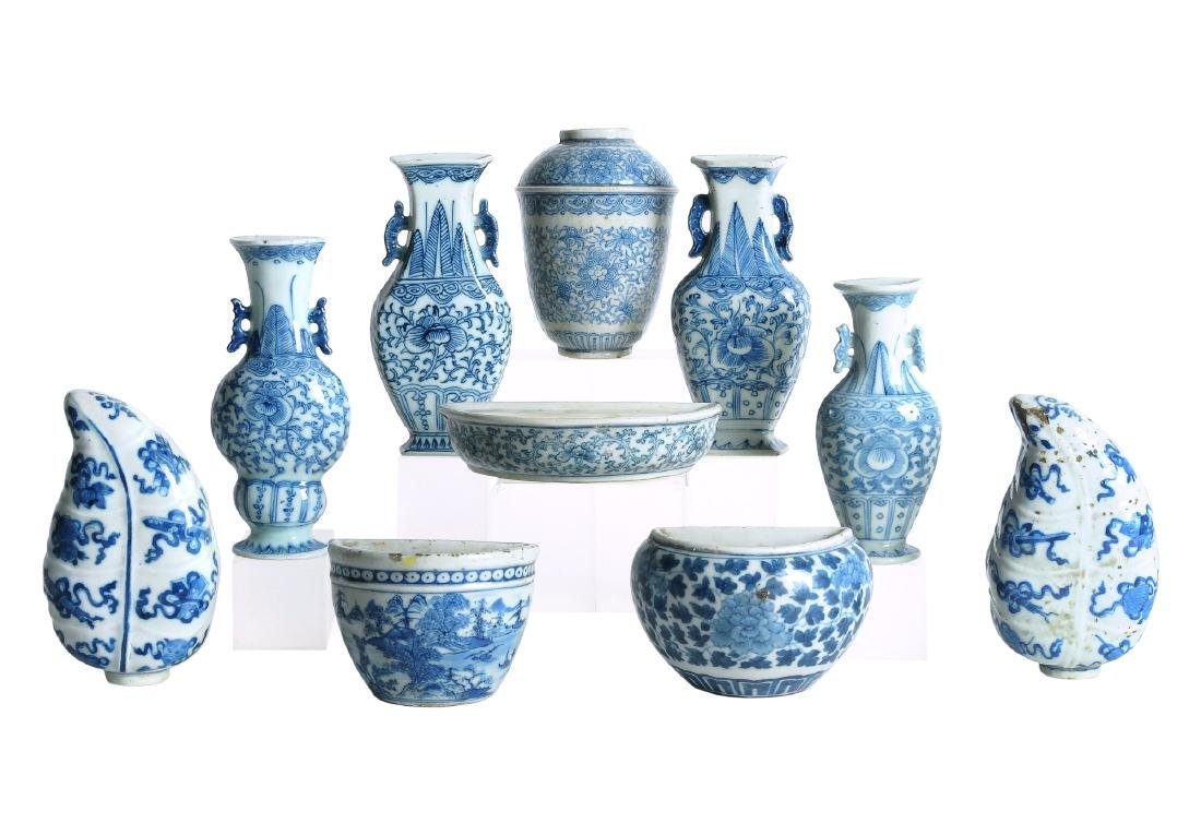 A lot of 10 various blue and white porcelain wall