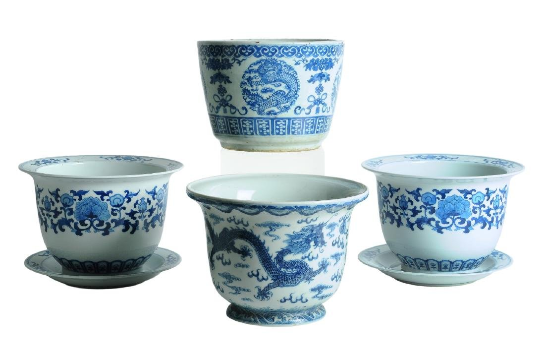 A lot of four blue and white porcelain cachepots, of