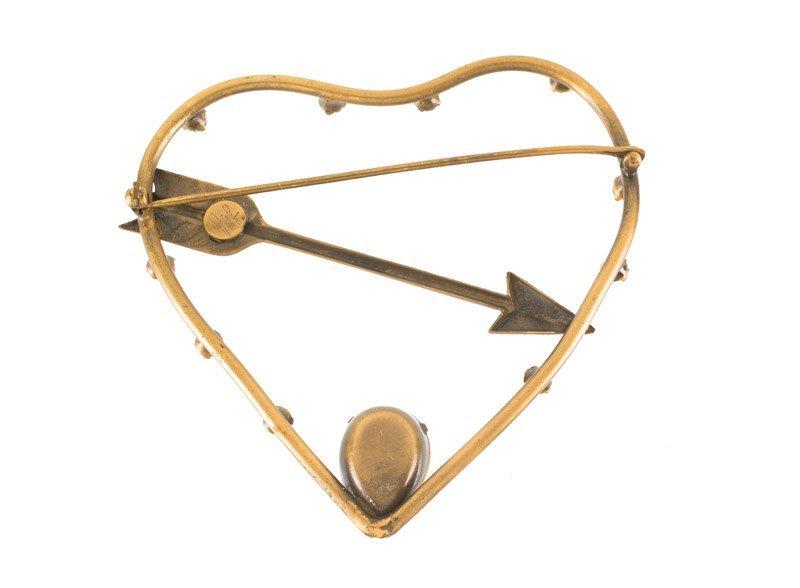 A Joseff Hollywood goldtone heart and arrow brooch, set - 2