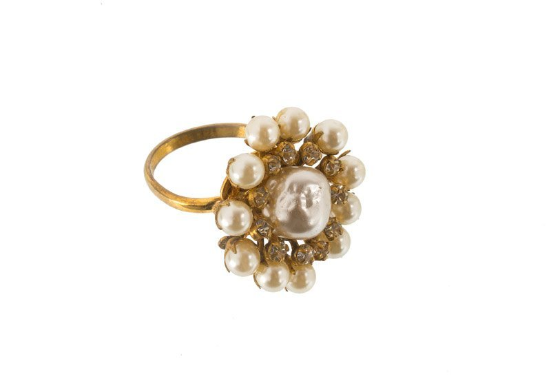A Miriam Haskell goldtone ring, set with rhinestones - 3