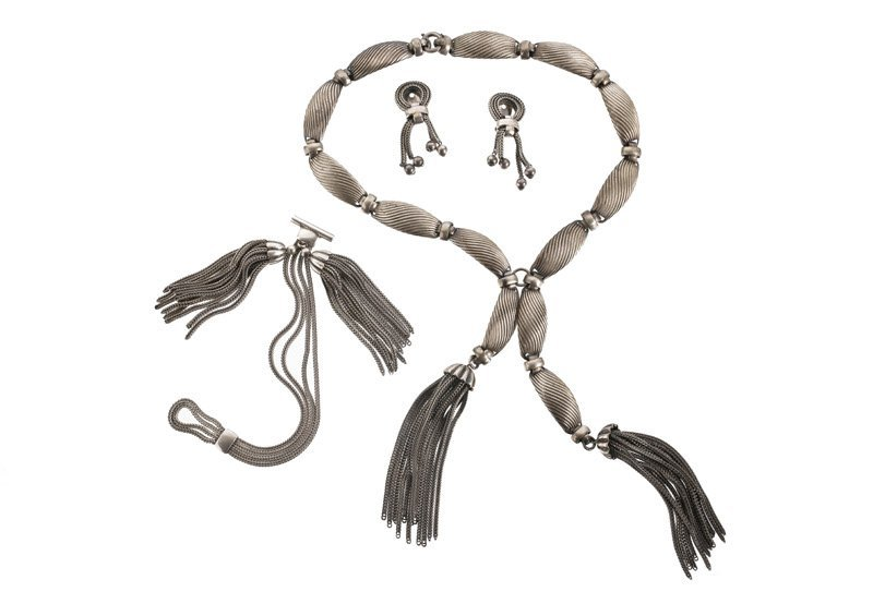 A Napier silvertone necklace, bracelet and pair of