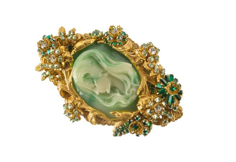 A Stanley Hagler goldtone cameo brooch, set with green