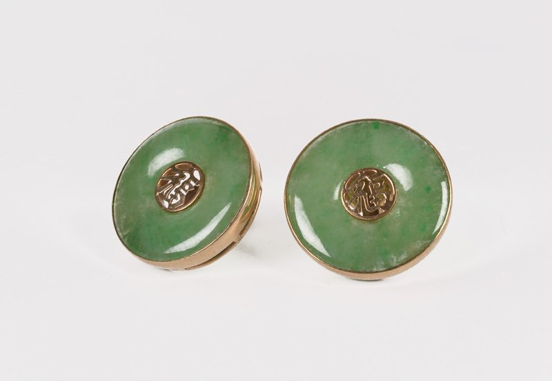 A pair of 14-kt gold earclips, set with jade, with in