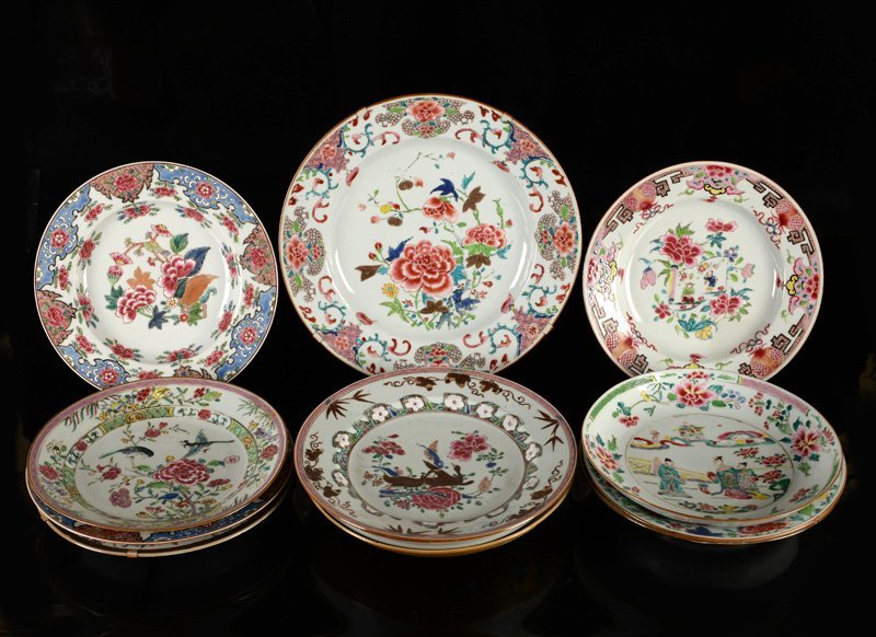 An assorted lot of 12 Famille Rose porcelain objects.