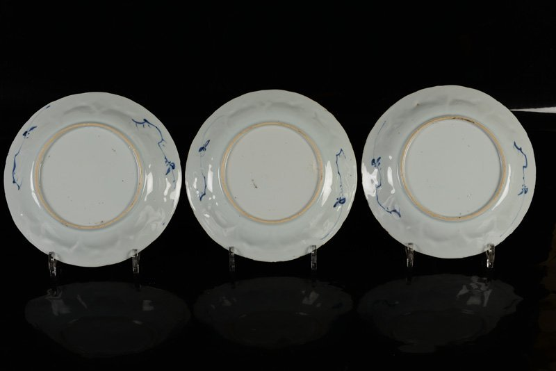 A set of three blue and white porcelain plates - 2
