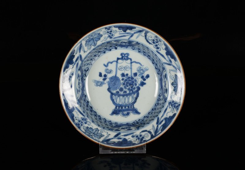 A lot of six blue and white porcelain cream plates, - 4
