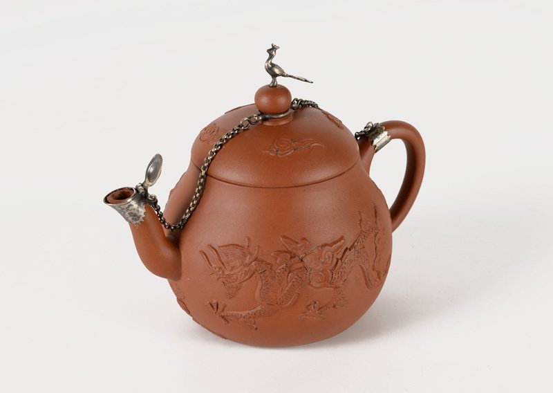 A Yixing teapot, decorated with two dragons and a - 2