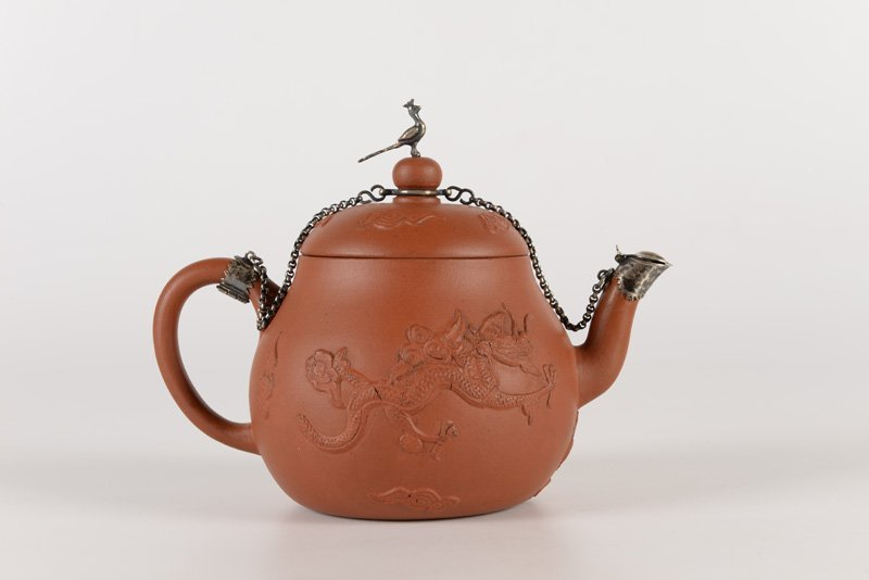 A Yixing teapot, decorated with two dragons and a - 3
