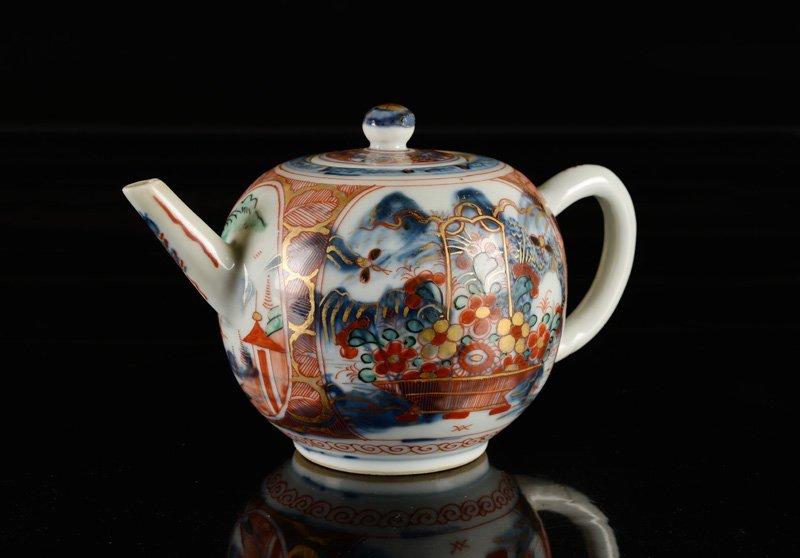 An 'Amsterdams Bont' porcelain teapot. China, 18th