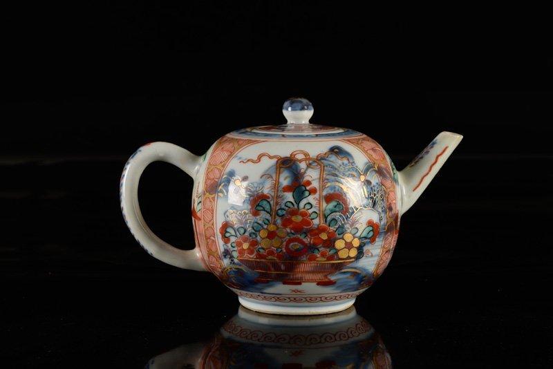 An 'Amsterdams Bont' porcelain teapot. China, 18th - 2