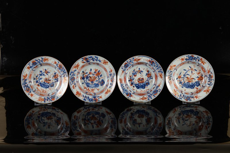 A lot of four Imari porcelain plates. China, Qianlong. - 2