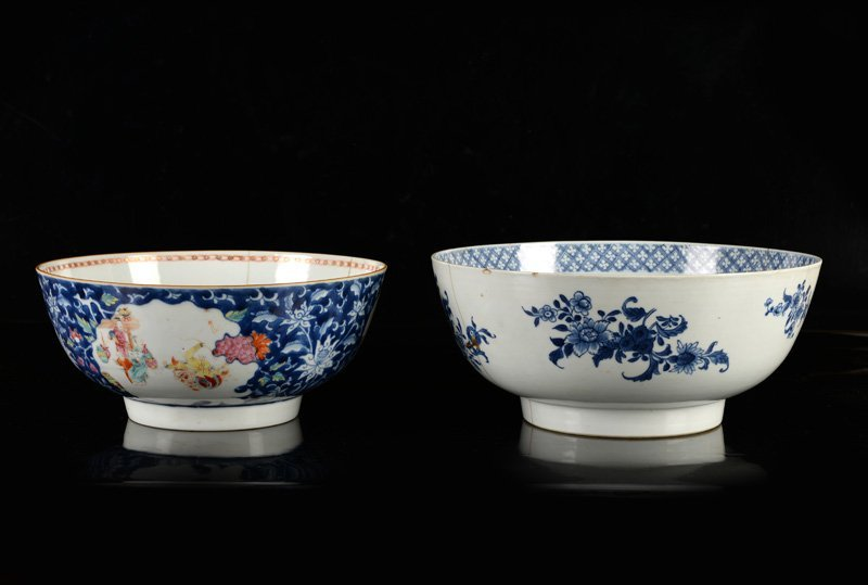 A lot of two porcelain bowls, one decorated in blue and