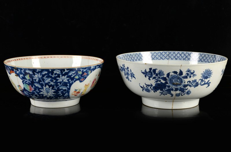 A lot of two porcelain bowls, one decorated in blue and - 3