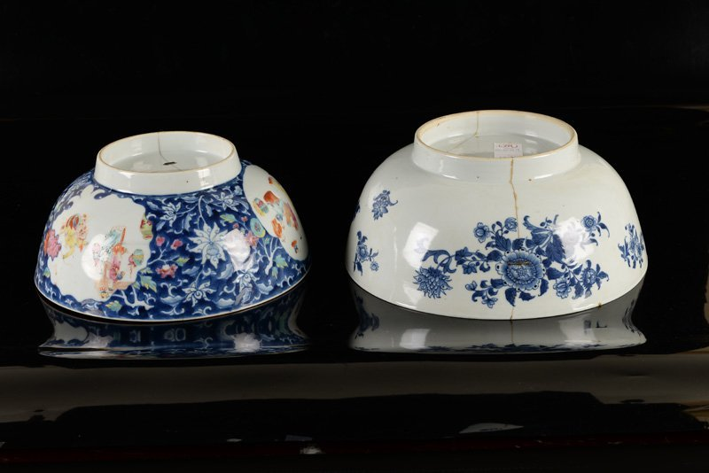 A lot of two porcelain bowls, one decorated in blue and - 4