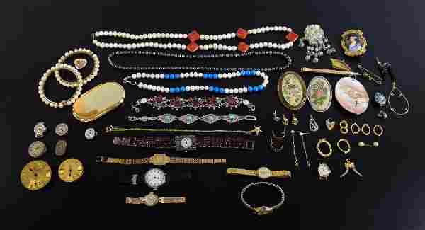 Costume jewellery including sponge coral and freshwater