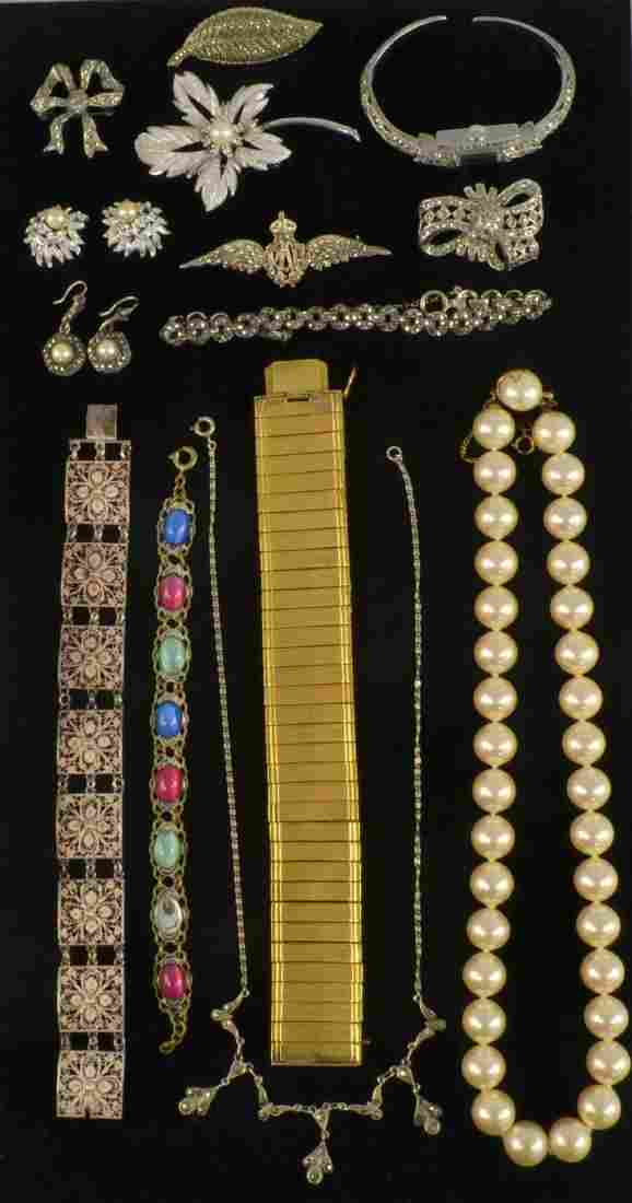 Collection of silver and costume jewellery includi