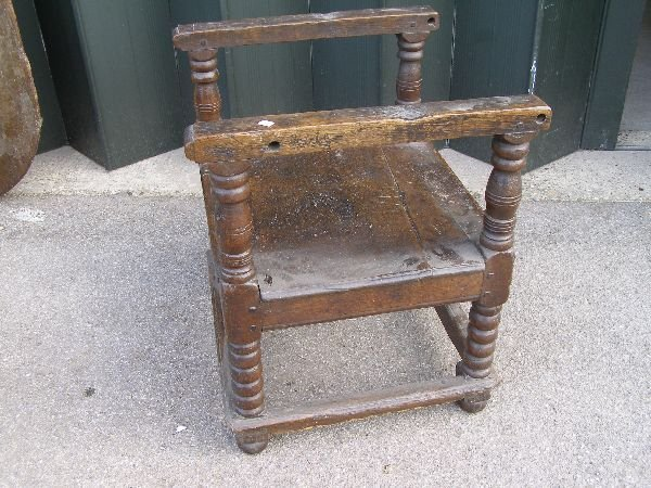 151: 18th century oak monk's chair/table - 5