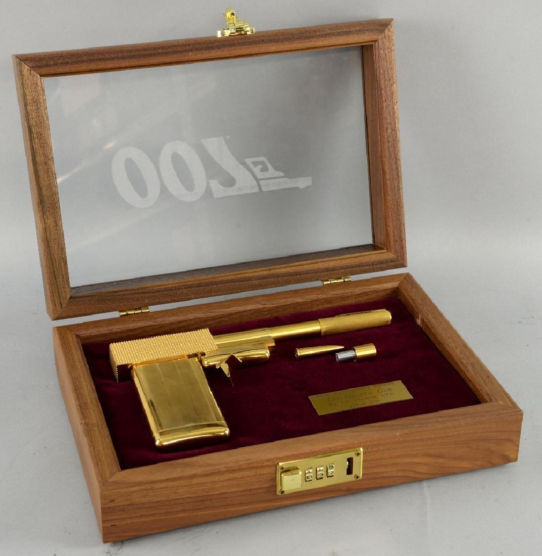 James Bond The Man With The Golden Gun (1974): a r