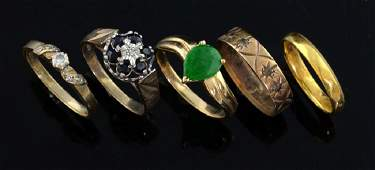 Five gold rings, including a 22ct gold wedding rin