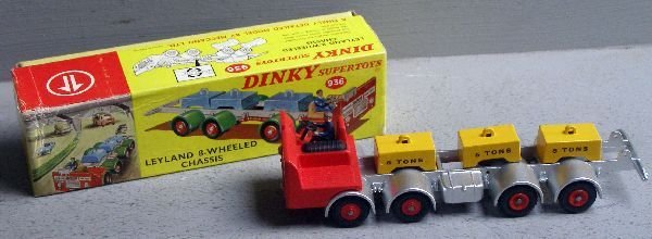 839: A Dinky 936 Leyland eight wheel chassis