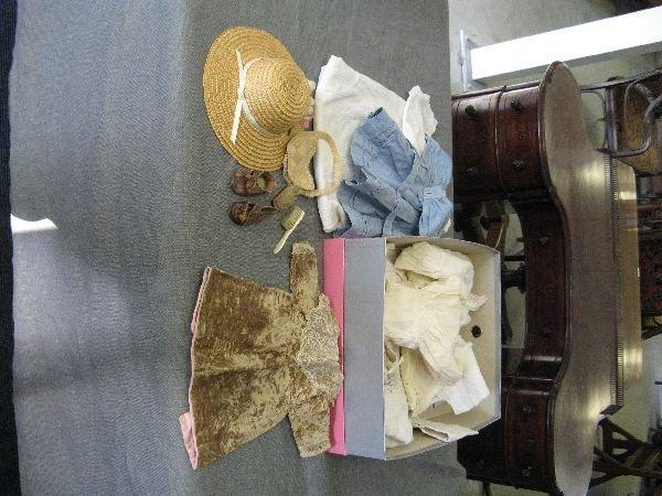 891: Various dolls clothes