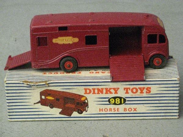 901: Dinky 981 Horse Box, in original box