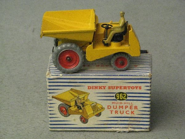 903: Dinky Supertoys 962 Muir-Hill Dumper Truck