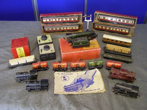 905: A collection of Trix twin model railway