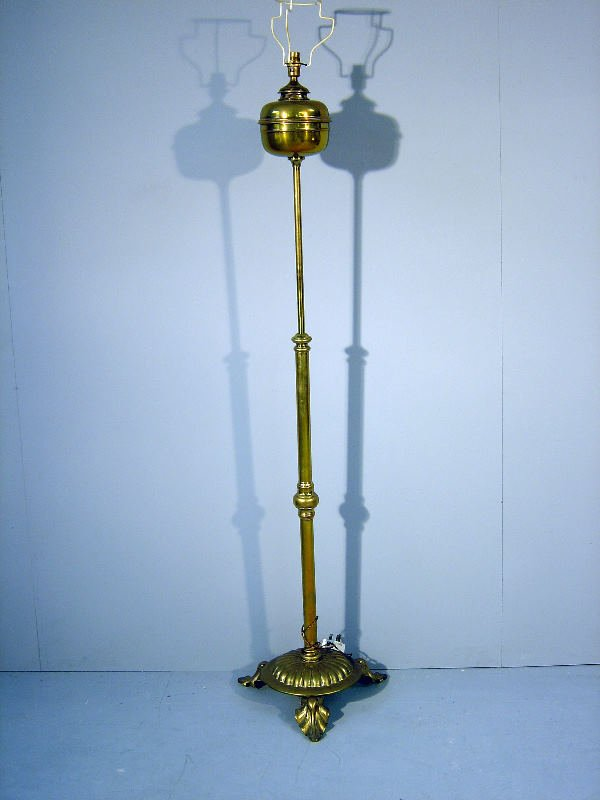 18: 19th century brass standing adjustable oil lamp, on