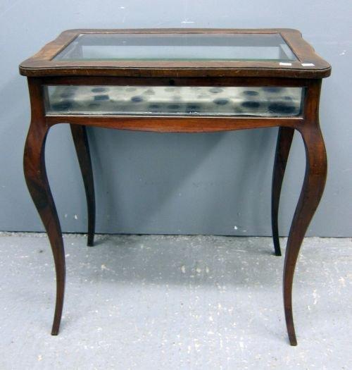 A bijouterie table