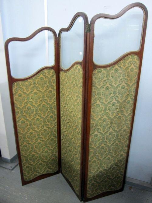 Early 20th century mahogany three tiered screen 70