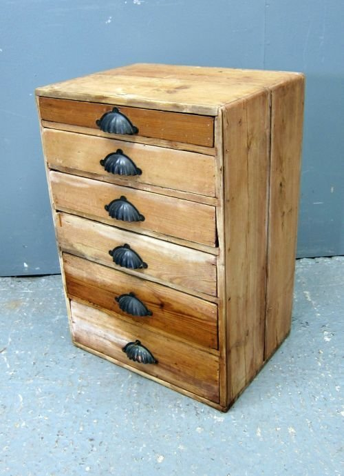 Edwardian pine chest with six graduated long drawers 17