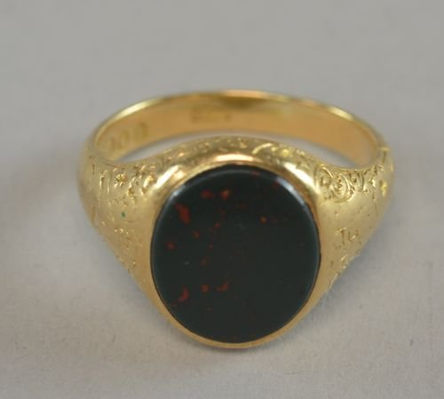 Antique signet ring set with bloodstone. Ring size 'R'.