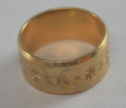 9ct hallmarked gold wedding band 7.6 grams