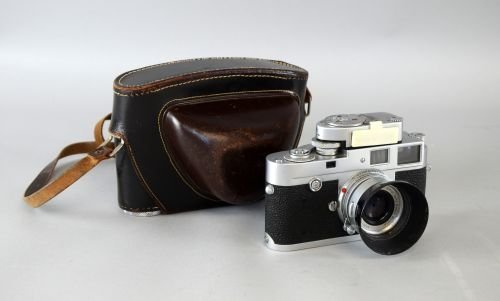 A Leica M2 35mm camera serial number 945130 with a