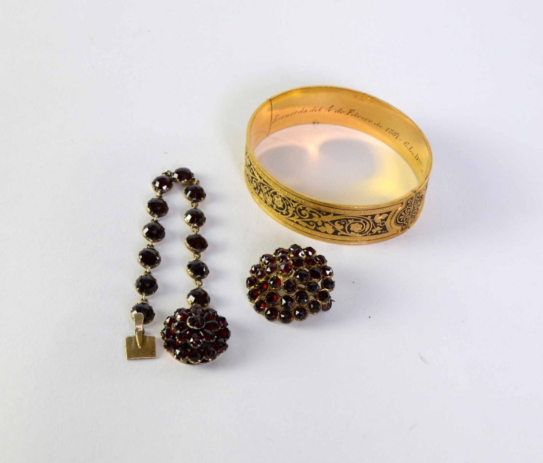 Bohemian garnet bracelet and matching brooch, and a
