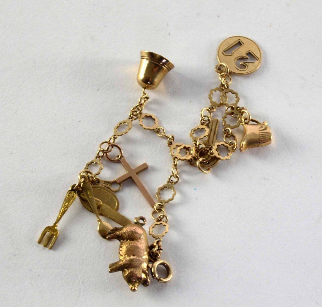 Child's 9ct gold bracelet 7in. (18cm)