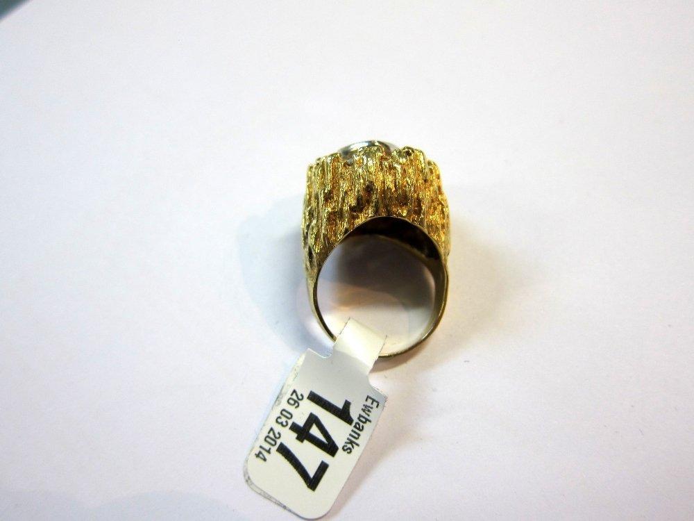 Fancy yellow diamond set ring, central diamond cushion - 6